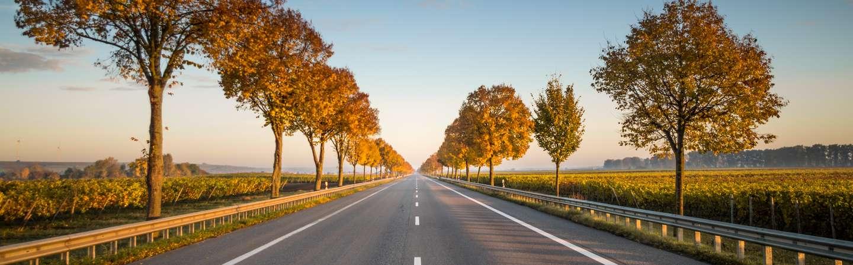 Urlaub mit eigener Anreise leere Straße